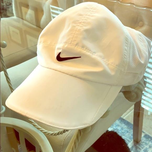 Nike Feather lite cap NWOT